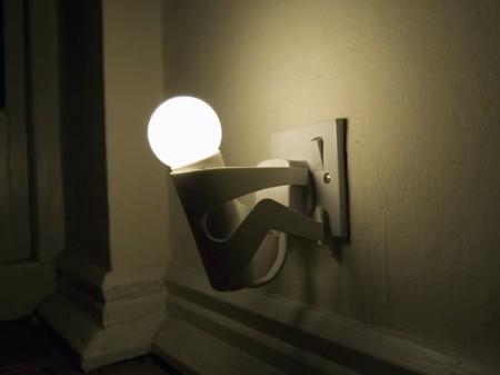 Une lampe bonhomme/douille design...