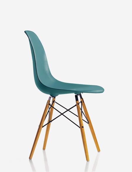 Nouvelles couleurs pour les chaises eames for Chaise eames bleu petrole