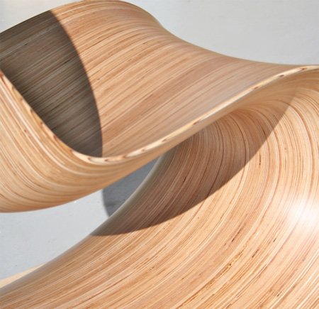 Une chaise design en bois for Chaise longue bois design