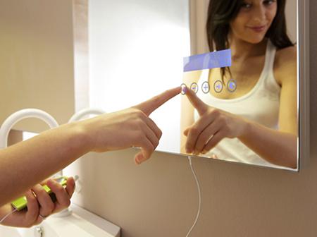 Un miroir lecteur mp3 pour une salle de bain design for Miroir de la musique