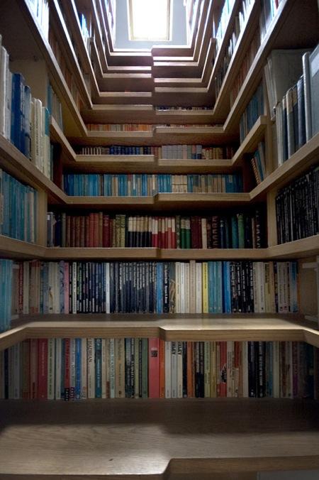 Un Escalier/Bibliothèque  Où L'Inverse