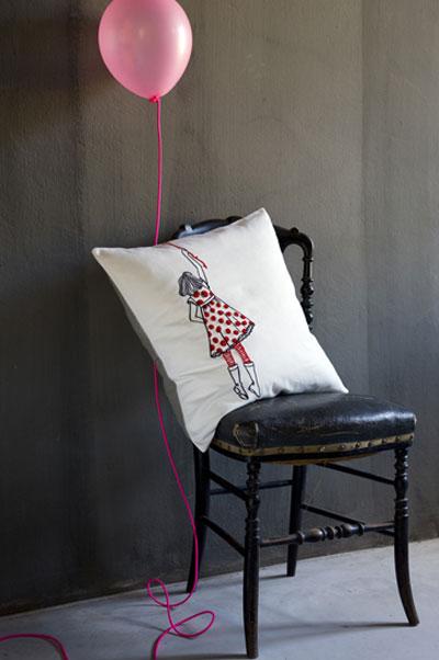 coussins la cerise sur le g teau. Black Bedroom Furniture Sets. Home Design Ideas