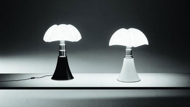 lampe design pipistrello par gae aulenti. Black Bedroom Furniture Sets. Home Design Ideas
