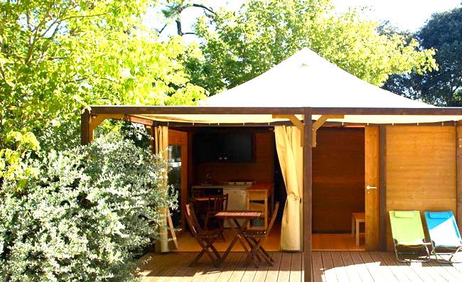 camping de luxe. Black Bedroom Furniture Sets. Home Design Ideas