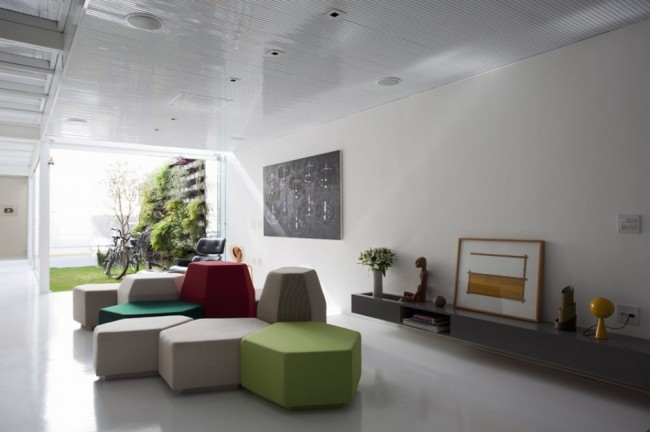 Maison design pur e et color e un peu for Decoration maison epuree