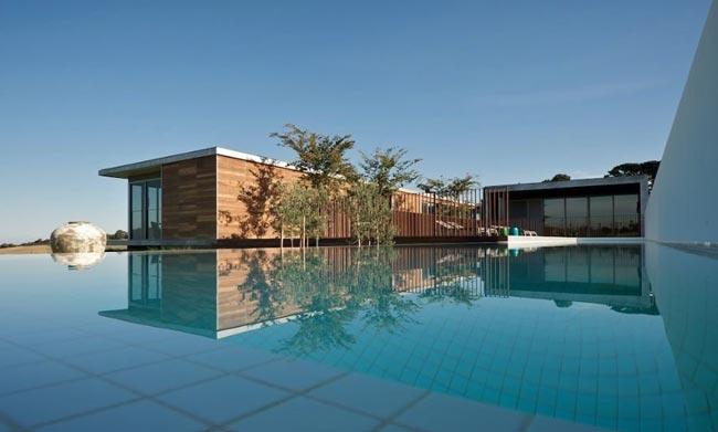 Villa design en bord de mer for Villa espagne piscine bord de mer