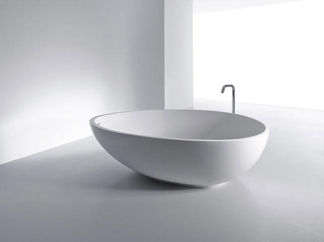Baignoire design en forme d'oeuf