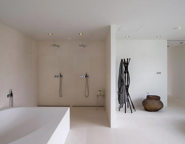 Villa design salle de bain epuree