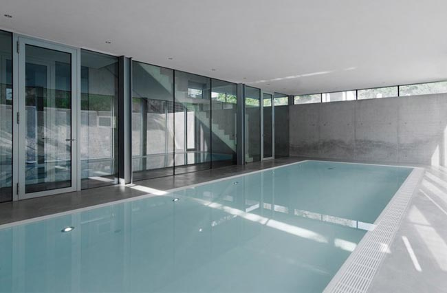 Maison design avec piscine int rieure house r - Piscine interieure design ...