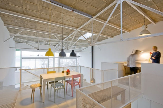Une maison dans un hangar special modespecial mode - Hangar maison ...