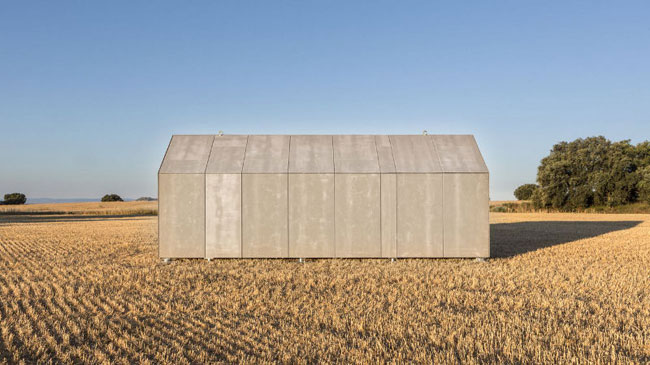 Une petite maison design et transportable for Maison transportable