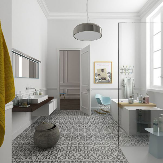 Salle de bain et carreaux de ciment - Salle de bain avec baignoire sur pied ...
