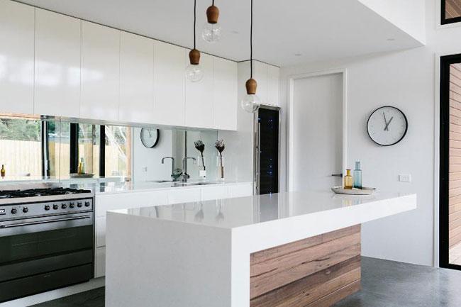 Une maison en noir et blanc for Smeg kitchen designs