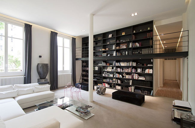 appartement moderne avec passerelle paris. Black Bedroom Furniture Sets. Home Design Ideas