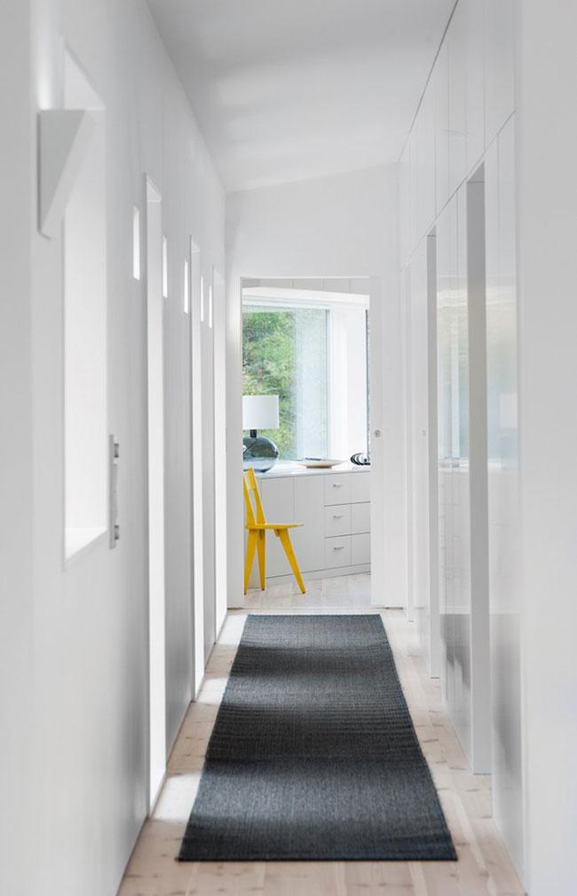Maison design suedoise en noir et blanc 8