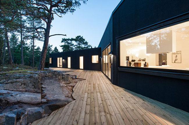 Maison design suedoise en noir et blanc
