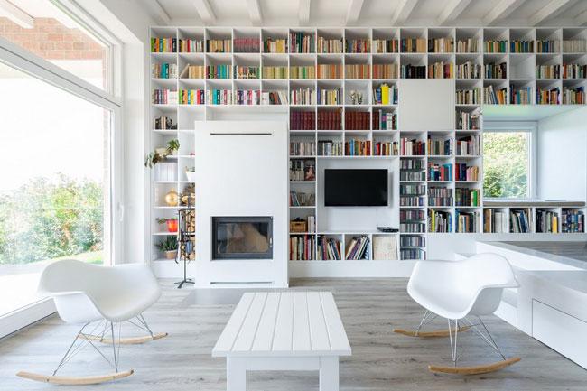 grande biblioth que sur un mur entier