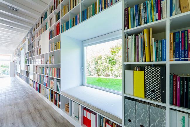 Grande biblioth que sur un mur entier for Bibliotheque decoration de maison