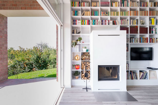 grande biblioth que sur un mur entier. Black Bedroom Furniture Sets. Home Design Ideas