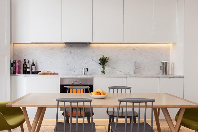Jolie cuisine avec marbre et bois