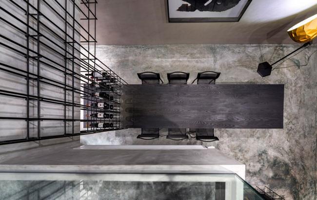 appartement contemporain unifi par une cage d 39 acier. Black Bedroom Furniture Sets. Home Design Ideas