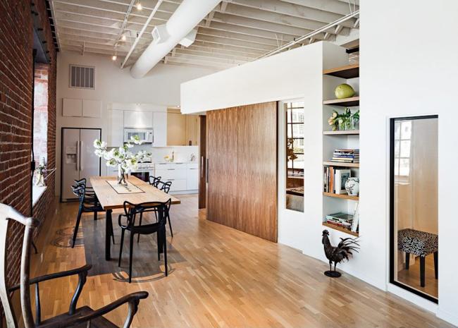 loft contemporain avec mur en briques rouges. Black Bedroom Furniture Sets. Home Design Ideas