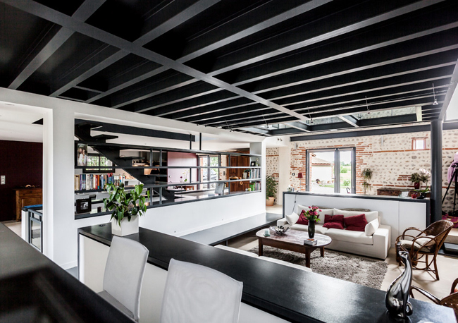 Salon Sous La Mezzanine