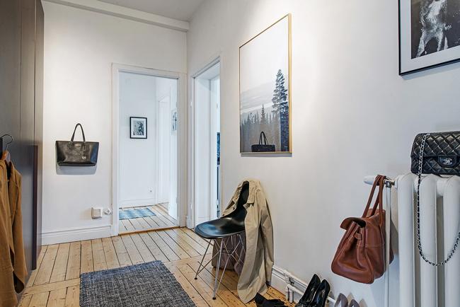 Entr e d 39 appartement avec une chaise eames noire - Deco entree d appartement ...