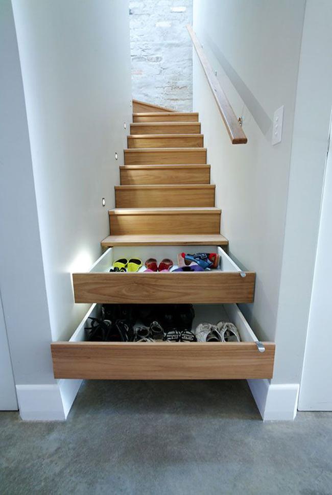 Escaliers repeint avec rangements integres