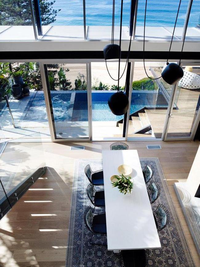 Maison avec grandes baies vitrees en bord de mer - Maison moderne bord de mer ...