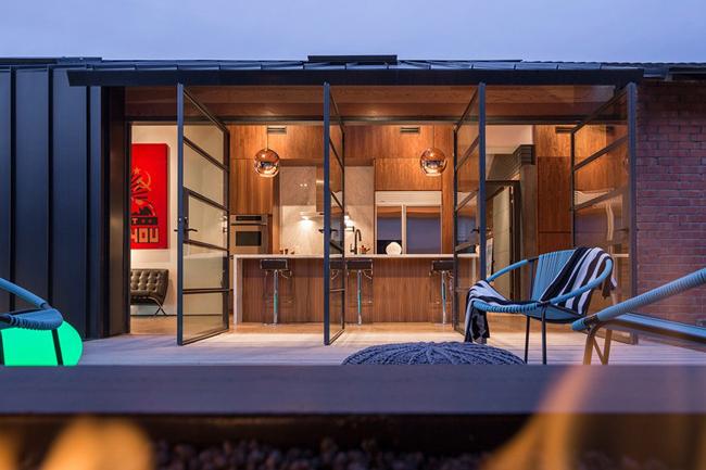 renovation moderne d 39 une vieille maison. Black Bedroom Furniture Sets. Home Design Ideas