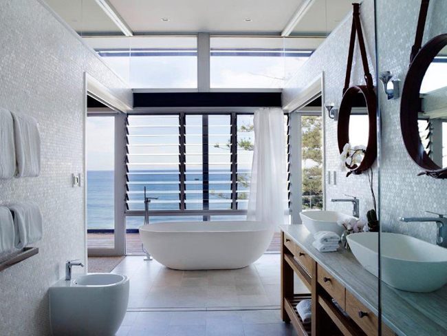 salle de bain avec vue sur la mer. Black Bedroom Furniture Sets. Home Design Ideas