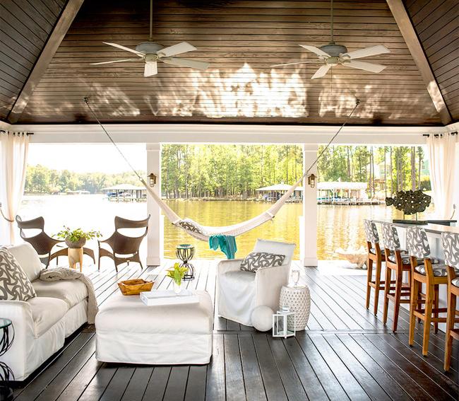 maison en bord de lac. Black Bedroom Furniture Sets. Home Design Ideas