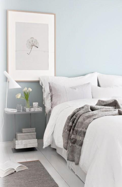 un mur bleu dans la chambre. Black Bedroom Furniture Sets. Home Design Ideas
