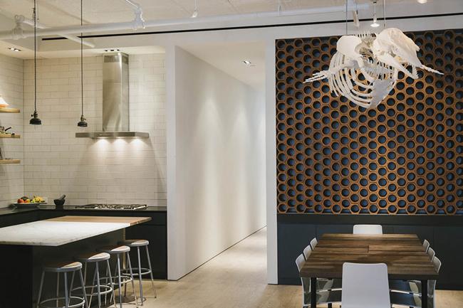 cuisine style r tro avec granit noir et marbre blanc. Black Bedroom Furniture Sets. Home Design Ideas