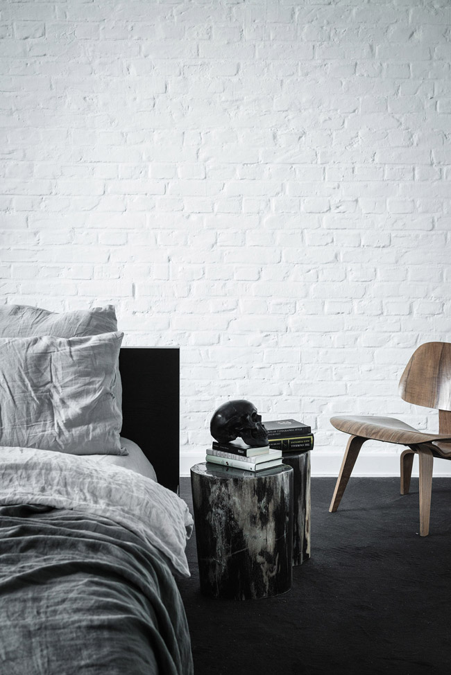 loft en noir et blanc 8. Black Bedroom Furniture Sets. Home Design Ideas