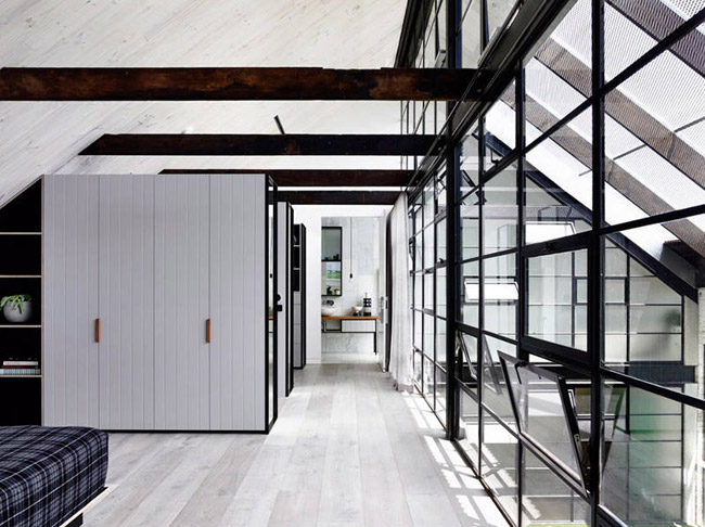 Loft avec grandes fenetres interieures 5 for Grandes fenetres