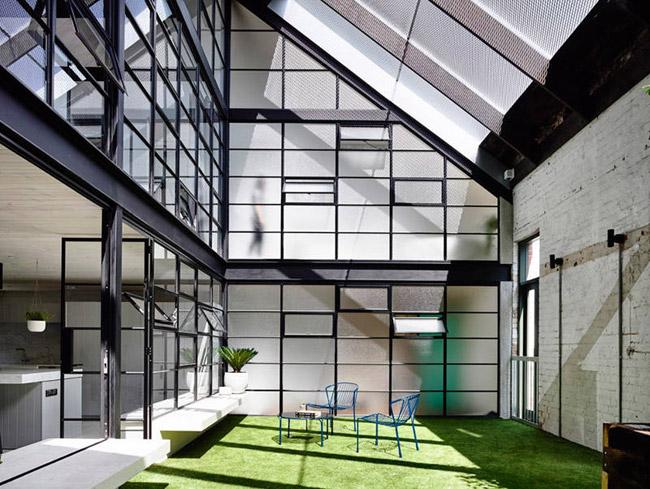 Loft avec grandes fenetres interieures for Grandes fenetres
