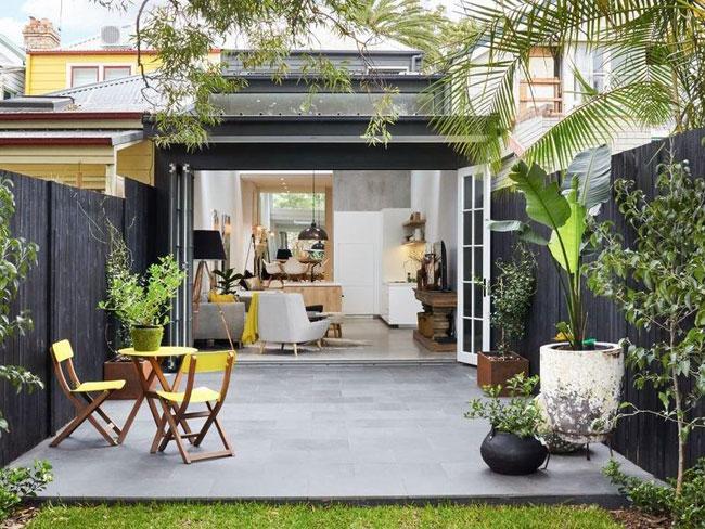 Revenir à larticle Jolie petite maison en bois avec façade noire
