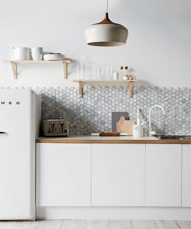 Cuisine blanche avec credence mosaique for Idee deco credence cuisine