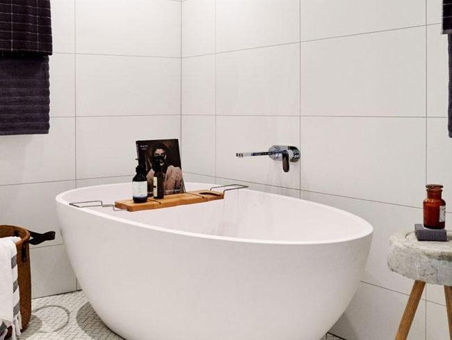 Salle de bain avec baignoire oeuf for Jolie maison decoration