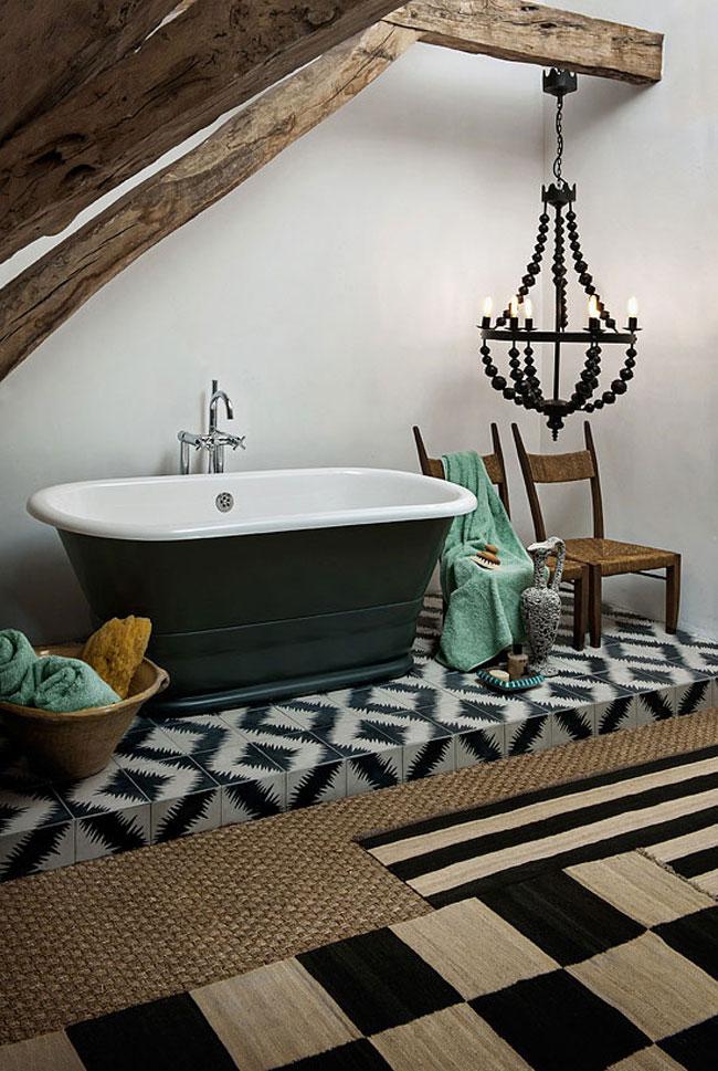 Salle de bain ethnique avec baignoire sur pieds for Salle de bain avec baignoire sur pied