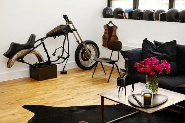 Salon avec moto