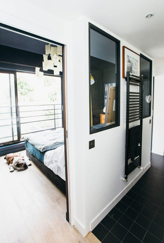 Chambre avec portes coulissantes
