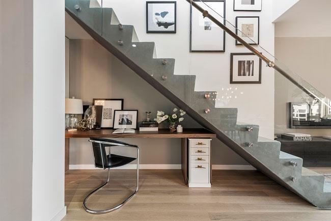 Bureau sous escalier awesome amenagement bureau sous for Bureau sous escalier