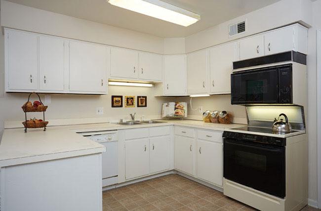 cuisine avant renovation. Black Bedroom Furniture Sets. Home Design Ideas