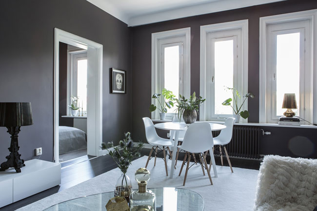 decoration salon avec lampe bourgie noire kartell. Black Bedroom Furniture Sets. Home Design Ideas
