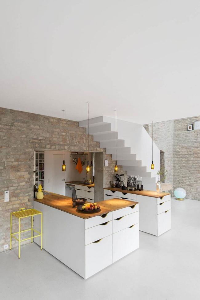 maison r233nov233e avec murs de briques