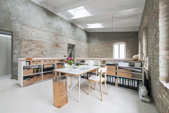 Mezzanine avec mur en briques for Interior design studium berlin