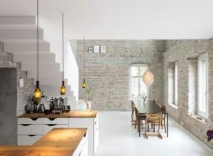 salle-a-manger-cuisine-avec-mur-en-briques